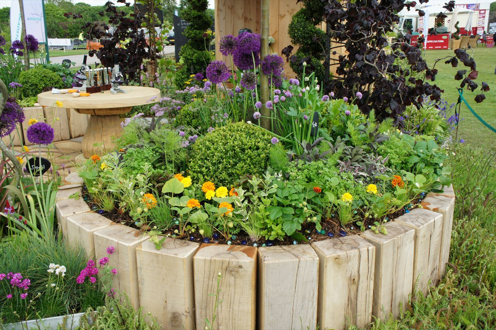 Garden Bed With Square Logs Of Weather Resistant Wood Flower Bed Designs Garden Edging Ideas Cheap Garden Beds