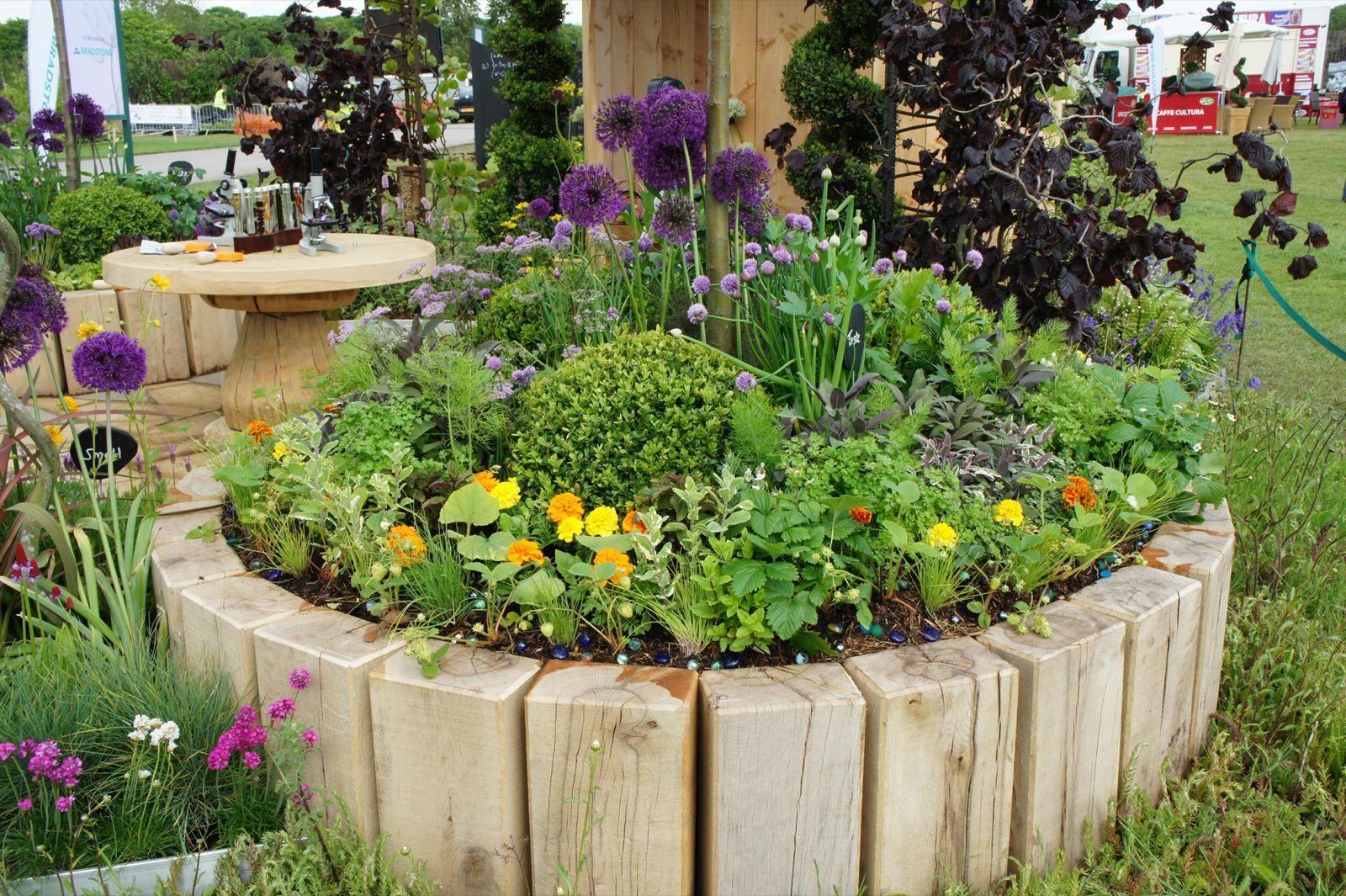 10 Creative DIY Round Raised Garden Beds Flower bed