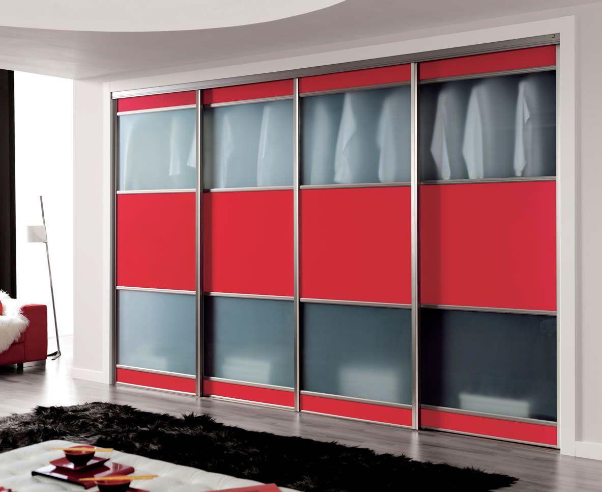 Vestidor cerrado con cristal y tablero en medio para dar for Modelos de roperos empotrados