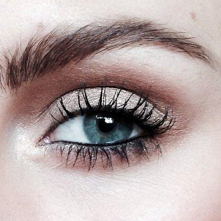 How To Make Waterline Eye Liner Stay Put Get This Selena Gomez Look Waterline Eye Liner Eyeliner Shapes Eyeliner