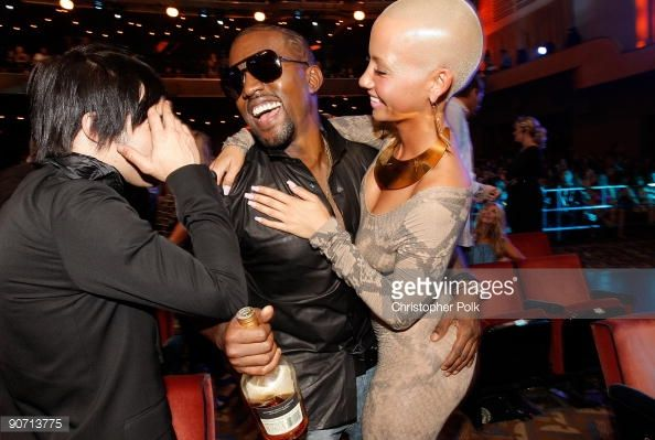 Pete Wentz Of Fall Out Boy Kanye West And Amber Rose Talk At The 2009 Mtv Video Music Awards At Radio Ci Mtv Video Music Award Amber Rose Radio City Music Hall