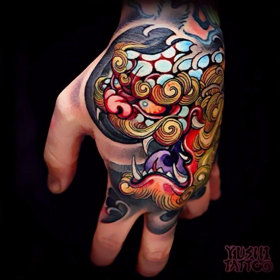 Love This Foo Dog Hand Tattoo Curatedtattoo Japanese Hand Tattoos Hand Tattoos Tattoos