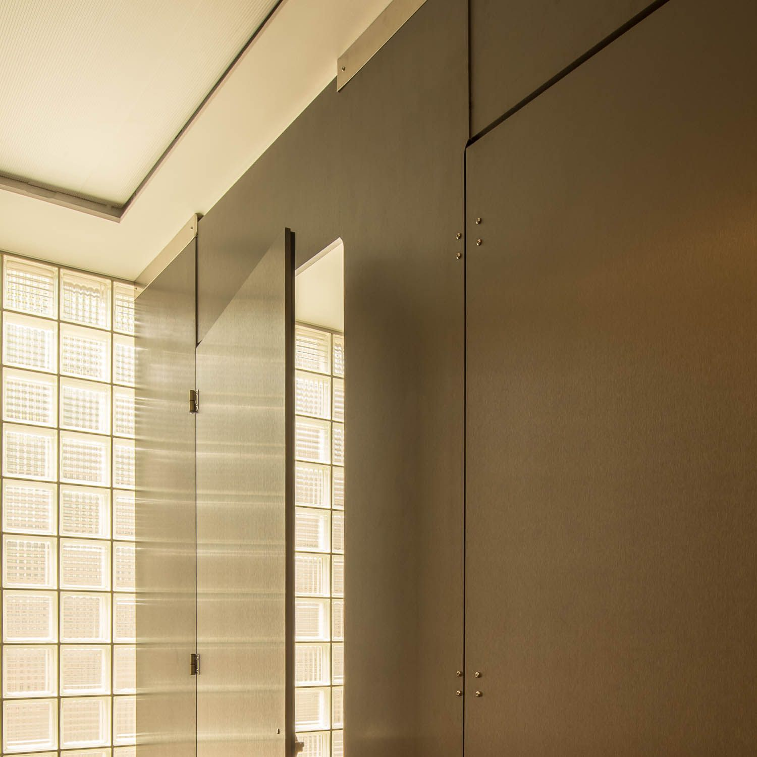 Ironwood Manufacturing Zero Sightline Bathroom Doors And High - Bathroom privacy partitions
