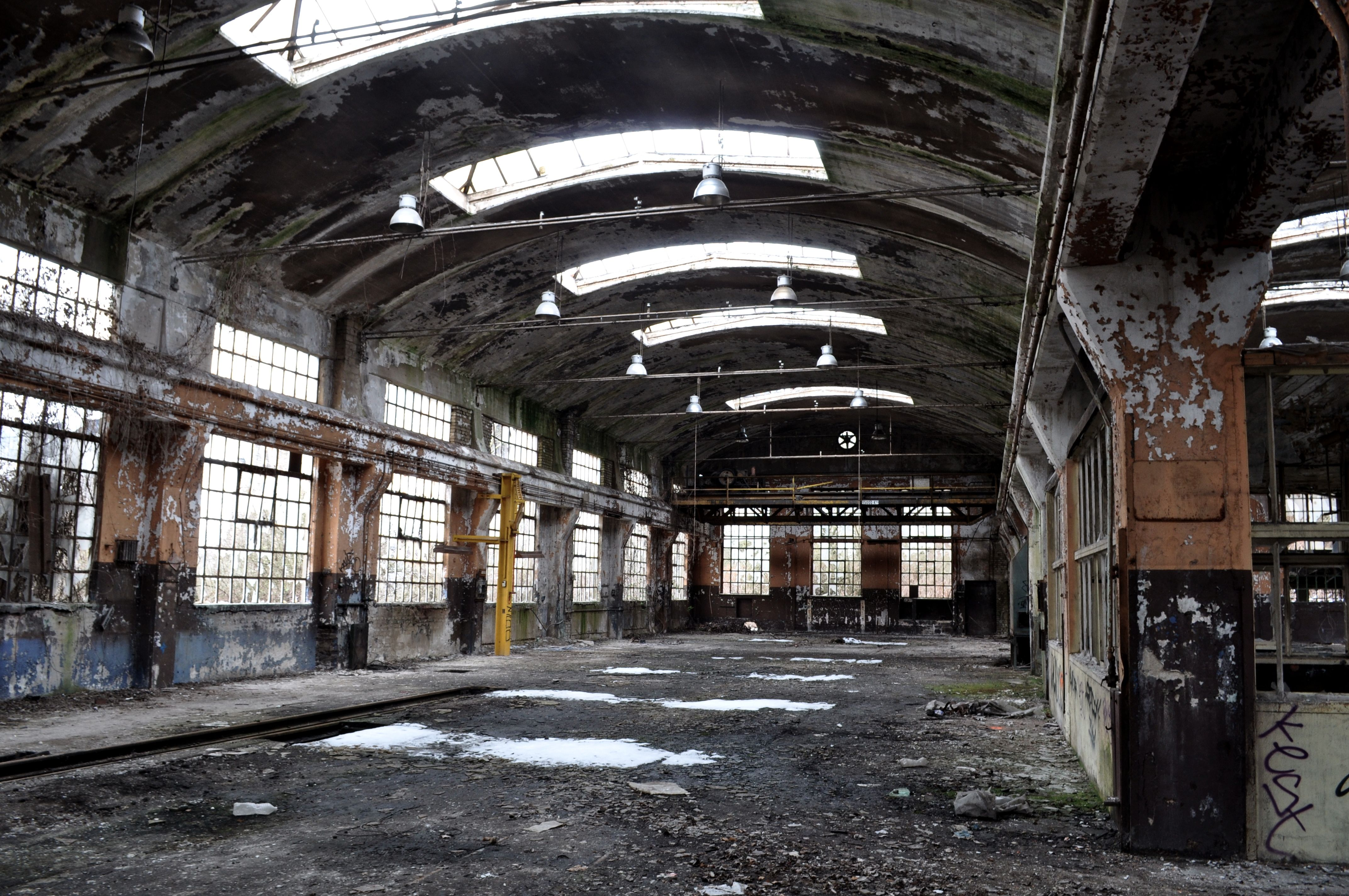 Pin By Xavier Tual On Factoryspirit Abandoned Warehouse