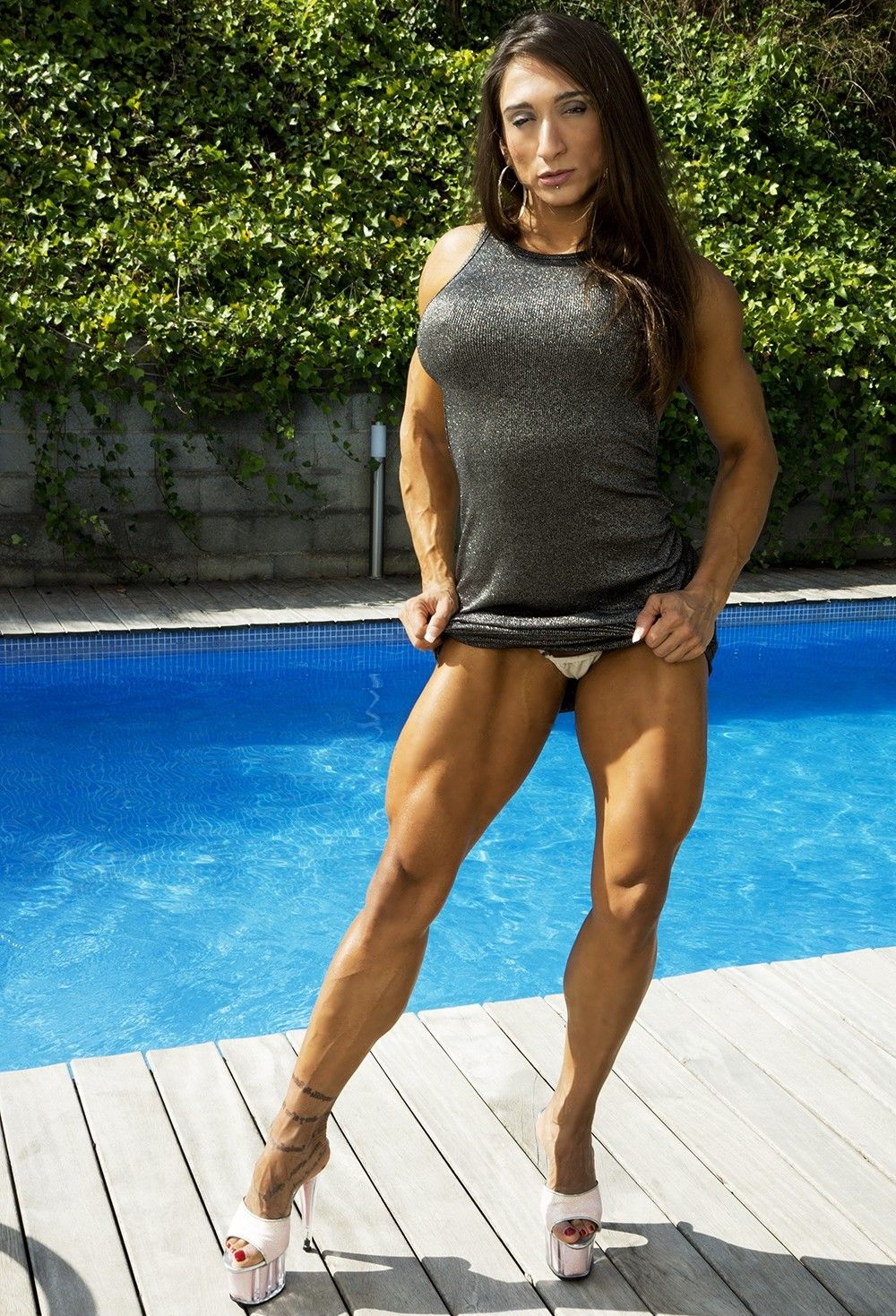 latina woman muscle - photo#43