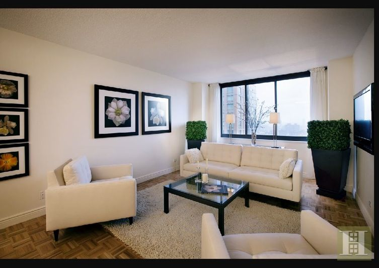 Upper East Side E 90s High Floor Living 2bed 2bth This Impeccable Apartment Has A 2 Full Bat Neutral Living Room 3 Bedroom Apartment Home Decor