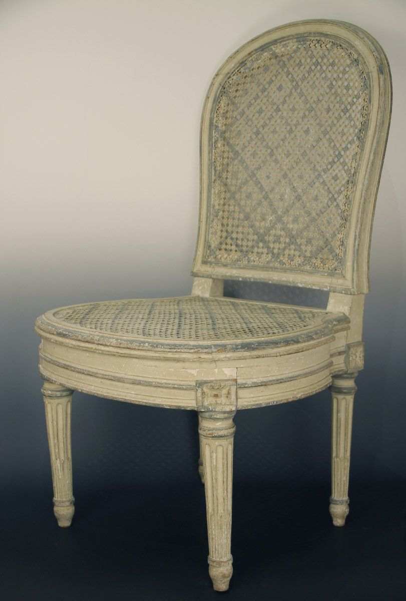 Chaise basse cann e de style louis xvi estampill e for Chaise louis xvi