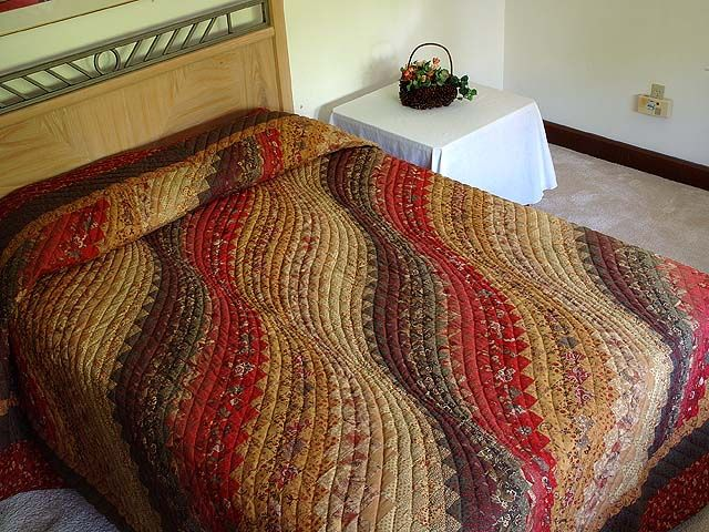 King Paprika Moss and Gold Bargello Wave Quilt Photo 1 | quilting ... : bargello wave quilt pattern - Adamdwight.com