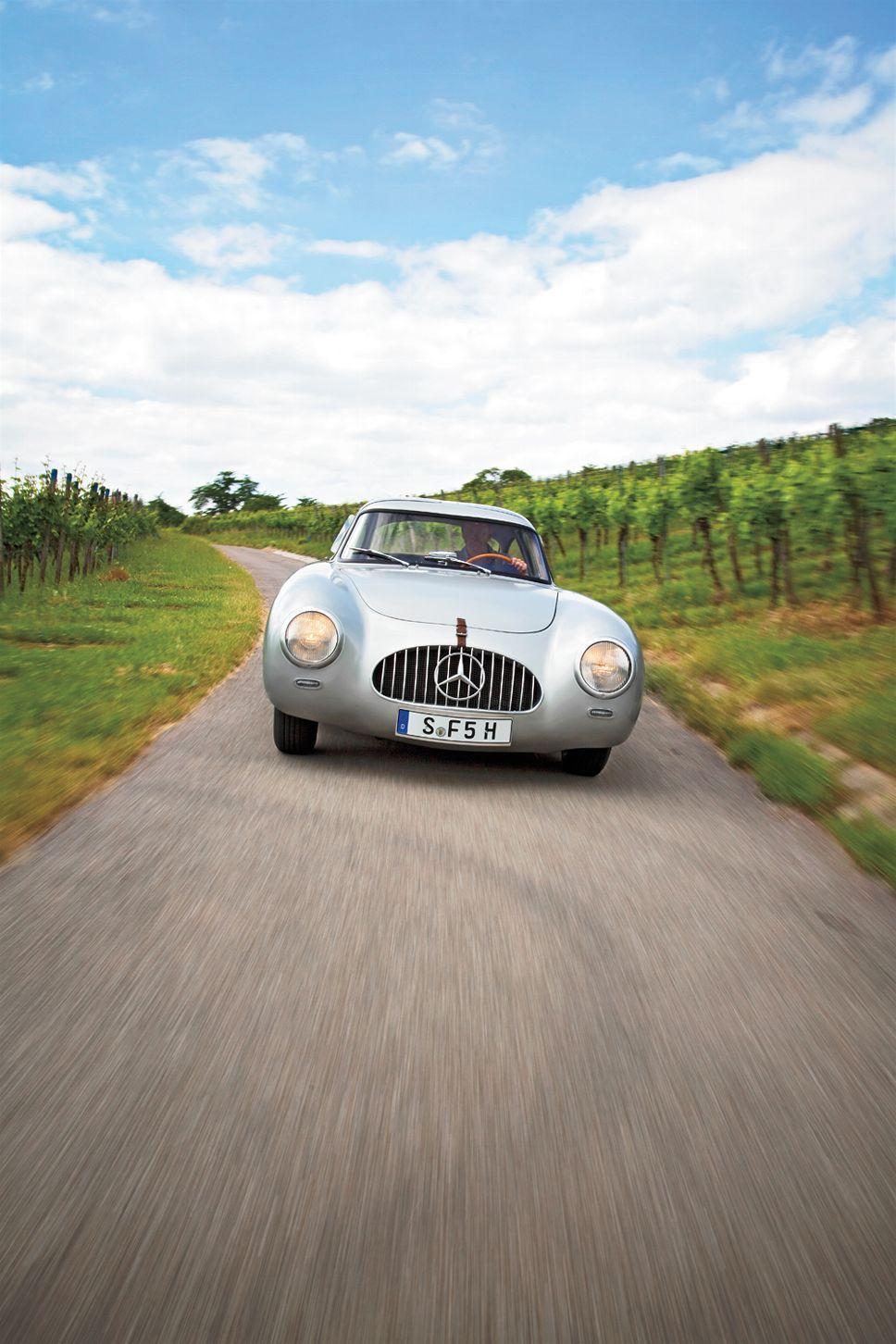 1952 Mercedes-Benz 300SL W194 00002 – Motor Trend Classic – Motor Trend