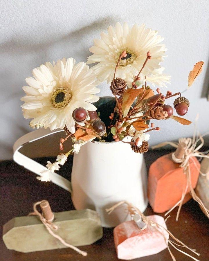Fall bouquets for days....  . . . .  #apsdesign #makersandfriends #fixerupper #inspiringwithus #bhgstylemaker #countrylivingmag #countryhomemagazine #bhghome #rusticfarmcharm #vintagedecor #bloggersofinstagram #countryhomes #homedecorideas #myseasonalfarmhouse #myfarmhouseswagger #onetofollow #howwefarmhouse #farmhouseinspired  #modernfarmhouse #decor #designlife #americanfarmhousestyle #mybhg #mysouthernliving #whiteinterior #fall #farmhousestyle #fallfarmhouse