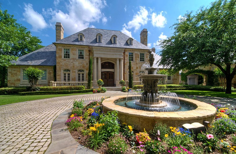 Statue of front yard fountain takes the best water feature for Front garden feature ideas