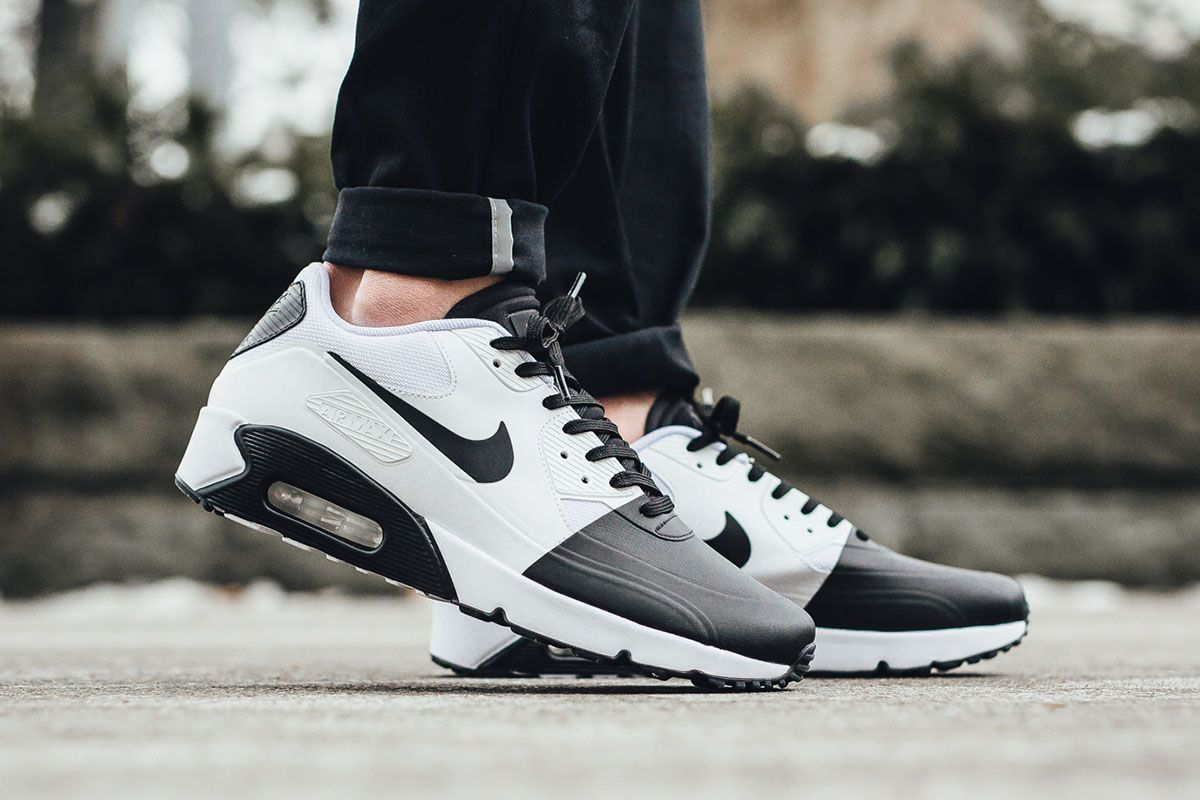 Nike Contrasts Black & White on the Air Max 90 Ultra 2.0