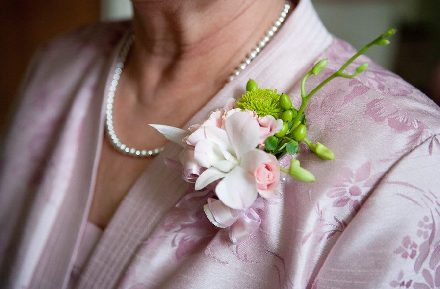 Who Gets Wedding Corsages And Boutonnieres
