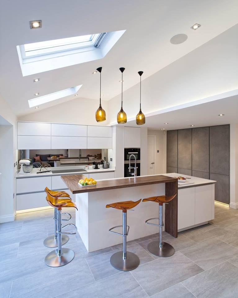 Serre met velux ramen en moderne design keuken zeyko horizon keukens kookeilanden gespot - Open keuken idee ...