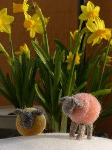 Trois petits moutons sont partis en voyage avec Lillicroche... ;-) https://lillicroche.wordpress.com/ Cléron • • •
