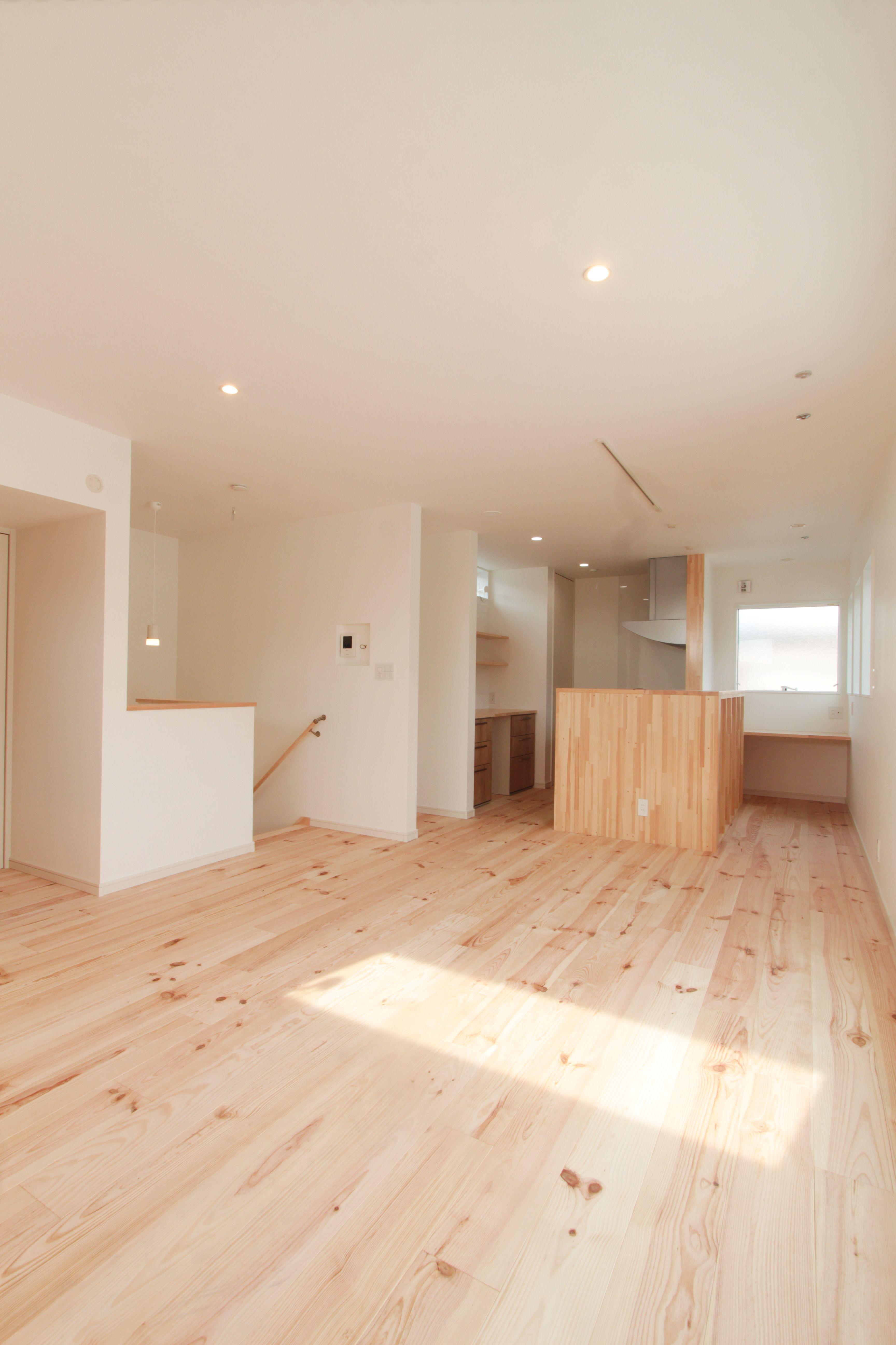 パイン床材 2階リビング オープンキッチン 和モダン 内装