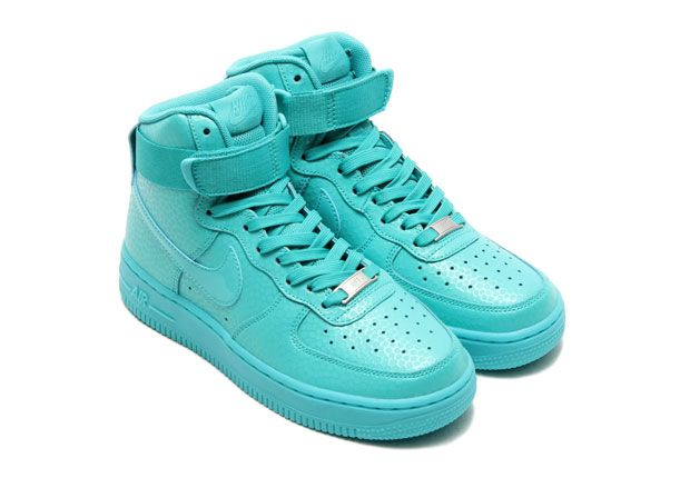 check out 6c5a2 b9073 THE NIKE AIR FORCE 1 HIGH GOES RETRO 1 Nike Air Force, Kvinder Nike,