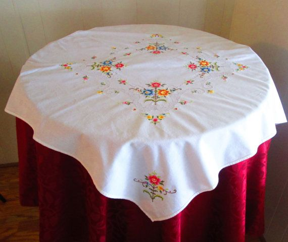 Ordinaire Vintage Luncheon Tablecloth White Cotton With Cut Work U0026 Embroidered  Flowers,Cottage Chic Embroidered Table Topper, Small Tablecloth