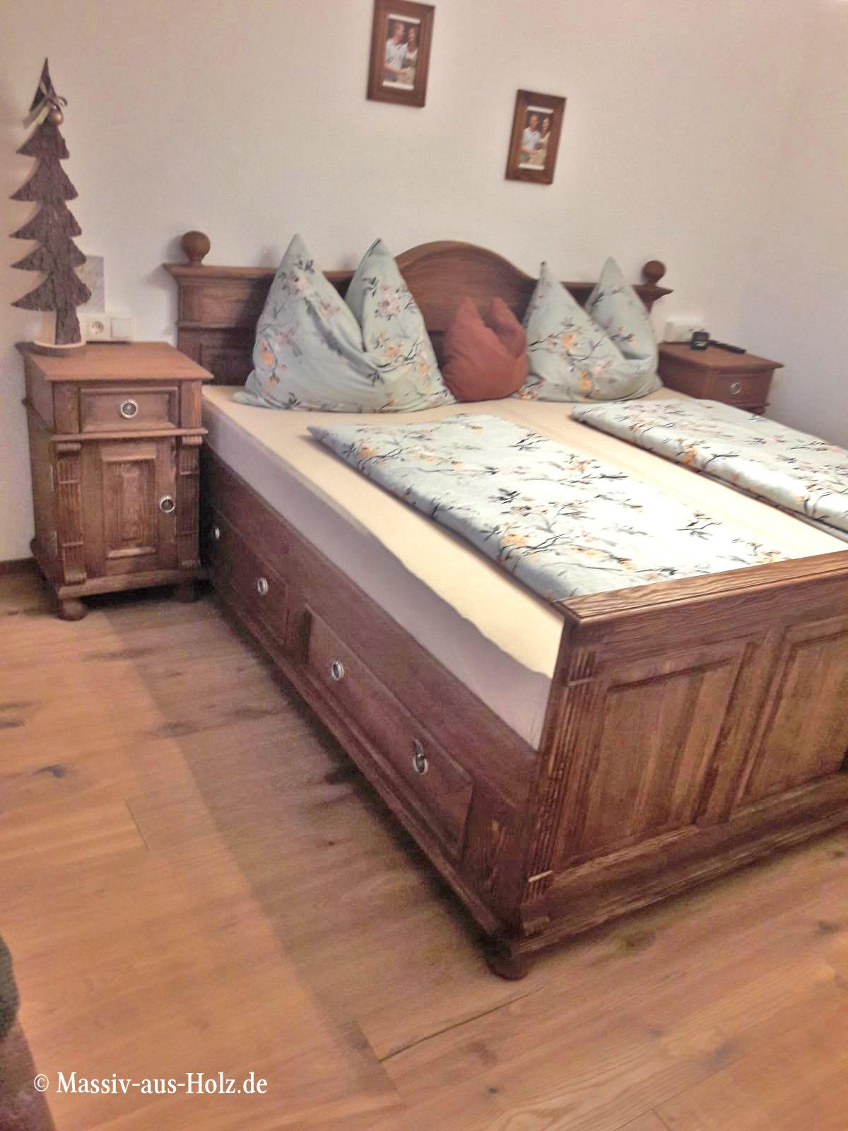 Gemütlich auf den ersten Blick - hochwertiges Landhausbett in Antik ...