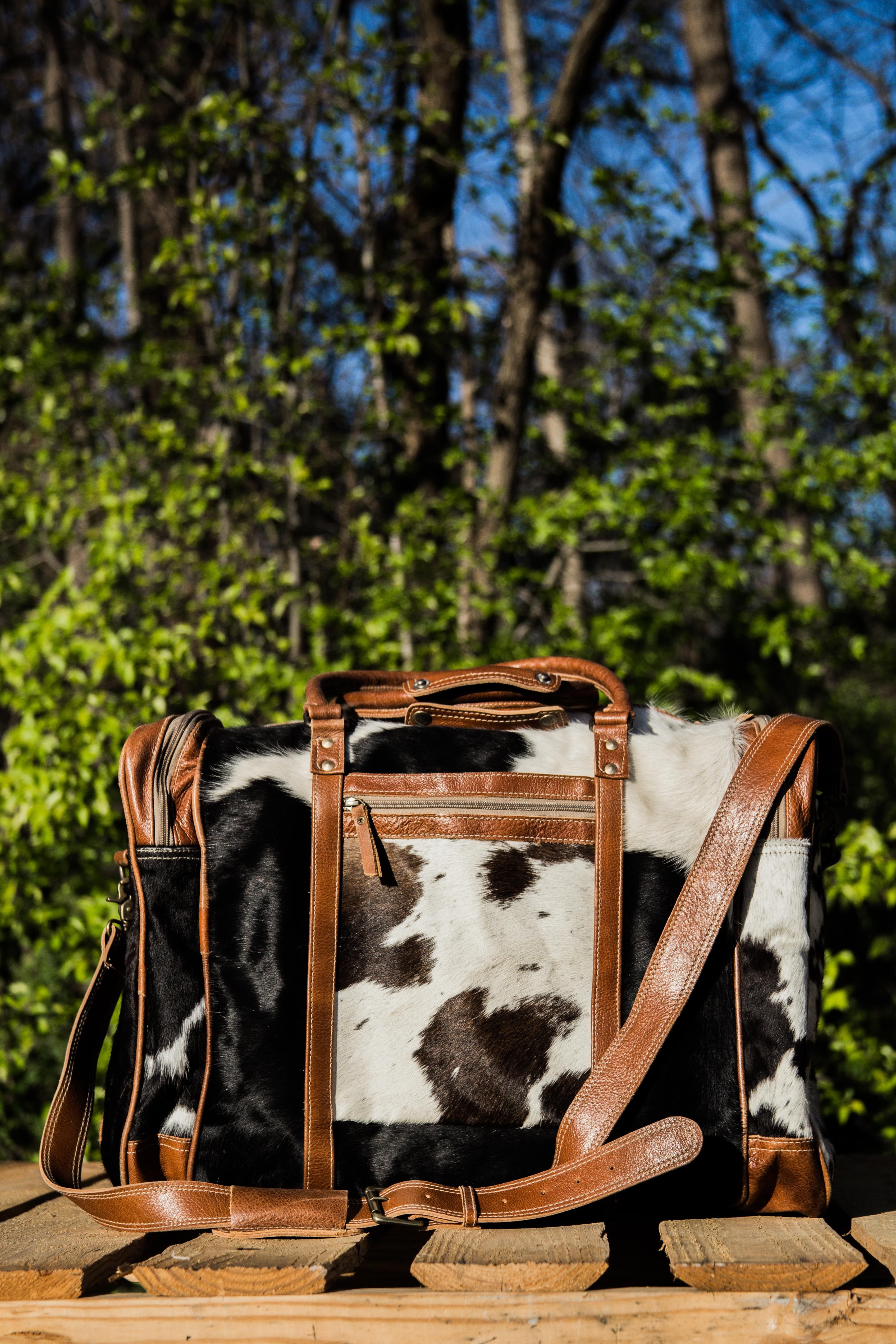 Always Take A Piece Of Your Southern Pride When You Travel This Bag By Myra Is Absolutely Stunning Made Of Authentic Cowhide Cowhide Bag Bags Purses And Bags Myrabag gives cowhide bag, old military tarp and tent bag, unique and fashionably chic bag. pinterest