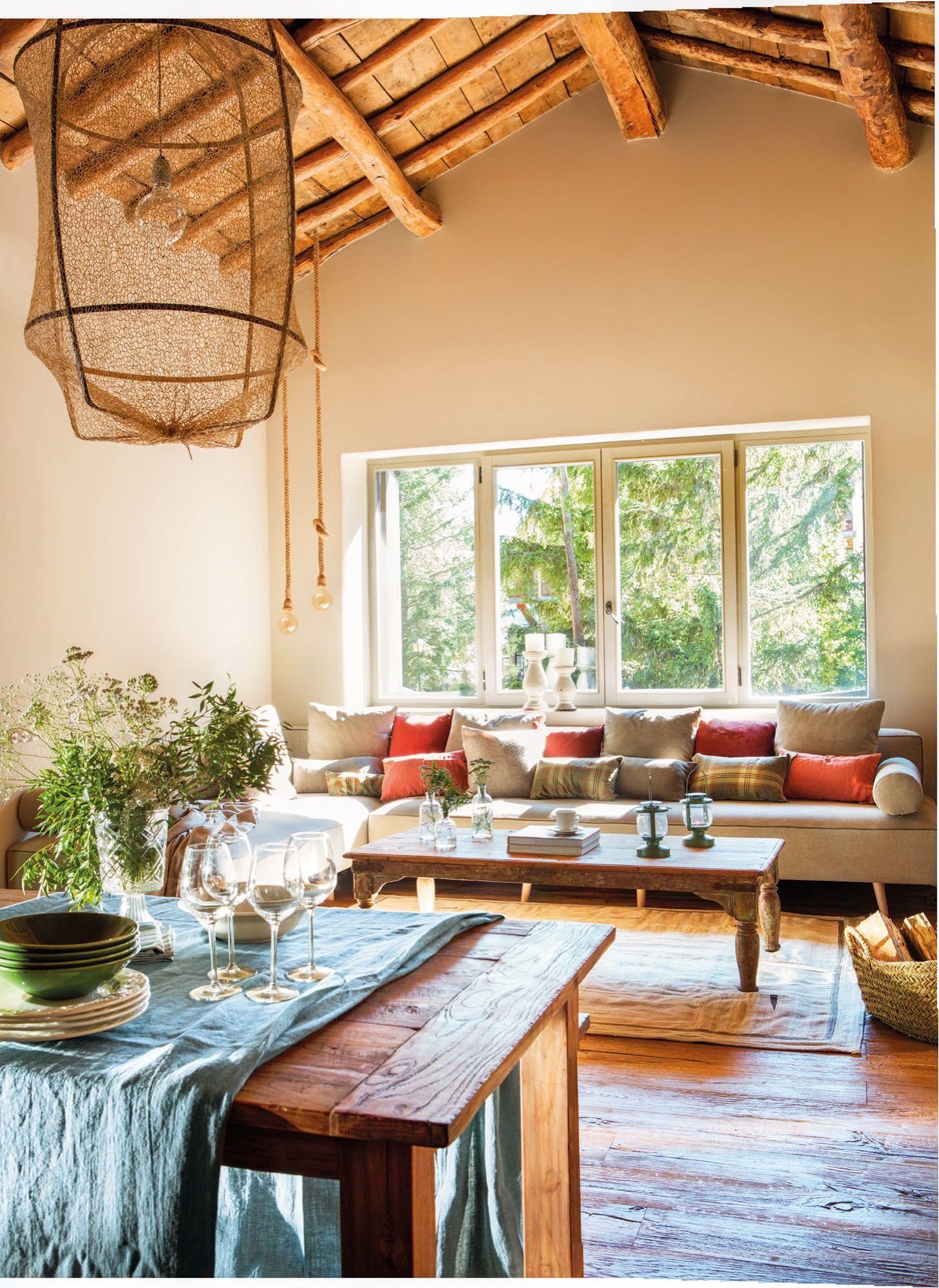 Pano13 19 2 Salon Con Sofa Mesa De Centro Y Techos Rusticos  # Muebles Relleno Solana