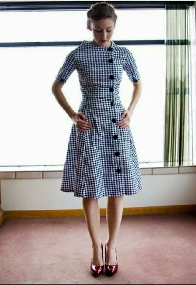 799d270b673da I still like retro-styled dresses. I guess that I embrace the diversity of  styles of the past.