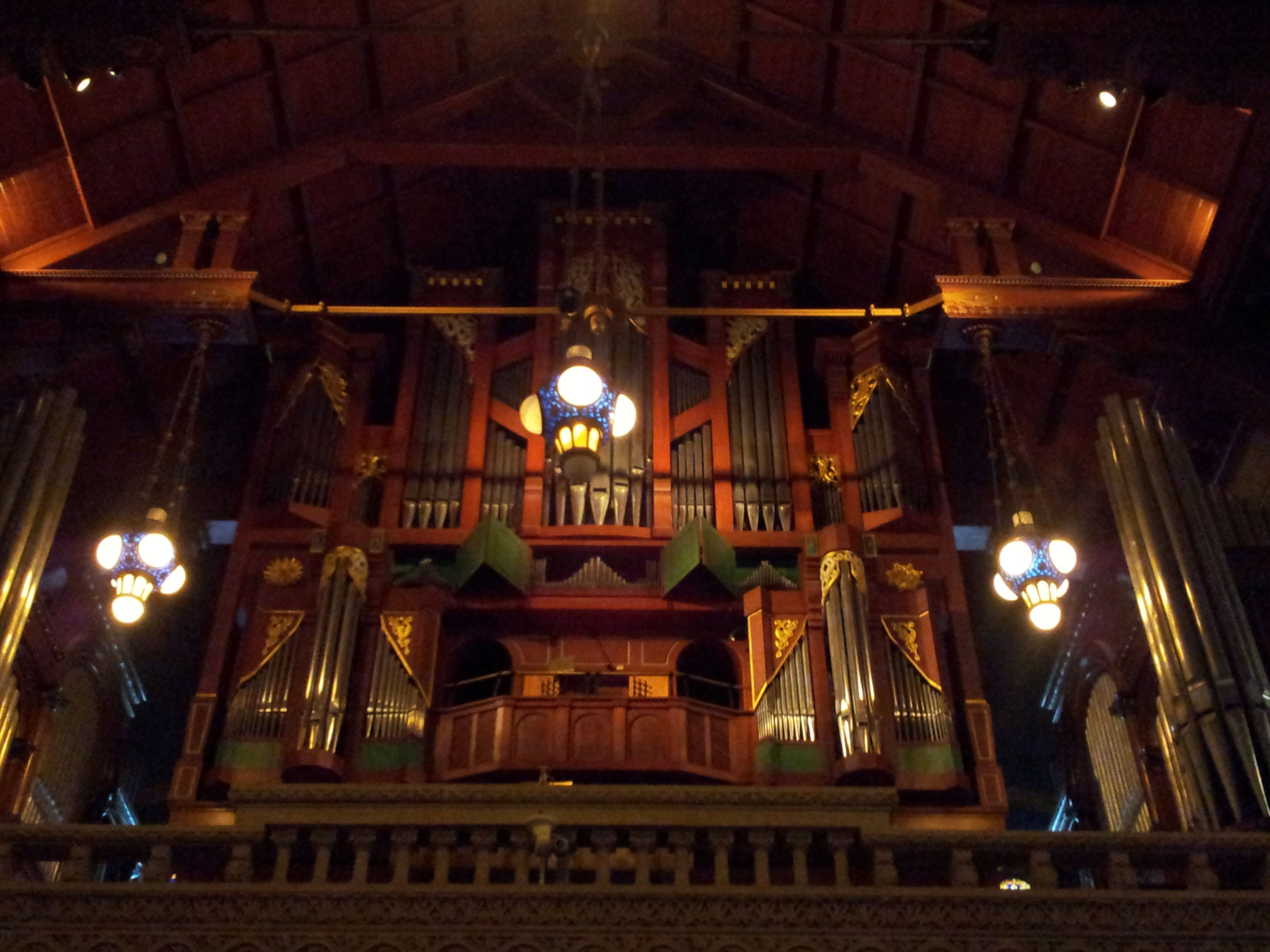Stanford is beautifull! This is the organ of the Church, which is very nice... Oct 30th, 2012.