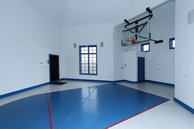7 Chicago Area Homes For Sale With Indoor Basketball Courts Indoor Basketball Court Basketball Court Basketball Room