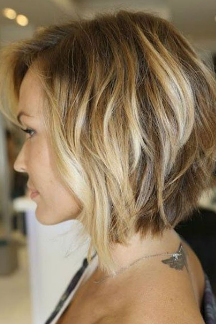 Idée de carré plongeant dégradé | Coiffure carré dégradé, Coiffure et Coupe cheveux mi longs blonds
