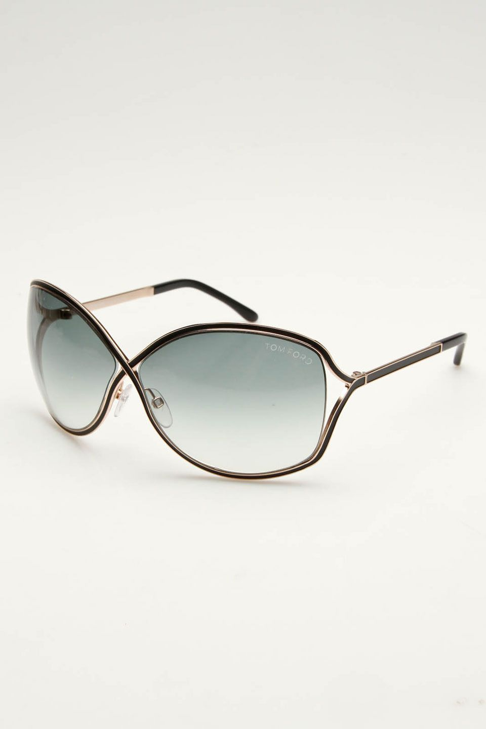 Pinterest: @ndeyepins – Tom Ford sunglasses- need these
