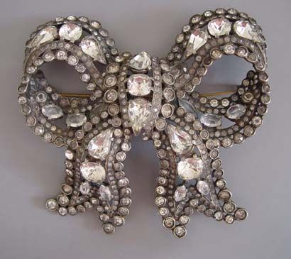 """HUGE possible unsigned Staret 4"""" by 3-1/2"""" clear rhinestone bow brooch circa 1941"""
