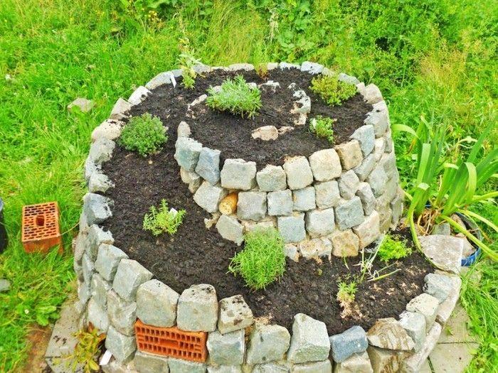 Kräuterhochbeet bauen, um eine reichere Ernte zu haben