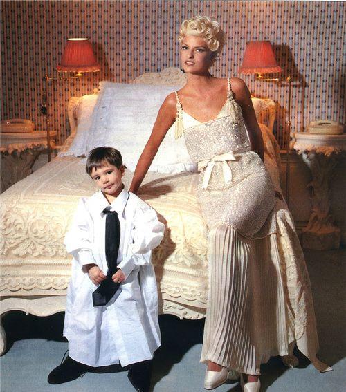 lalinda-evangelista: Lagerfeld el numero uno de alta costura - El Pais Semanal AW 1991 Modello: Linda Evangelista