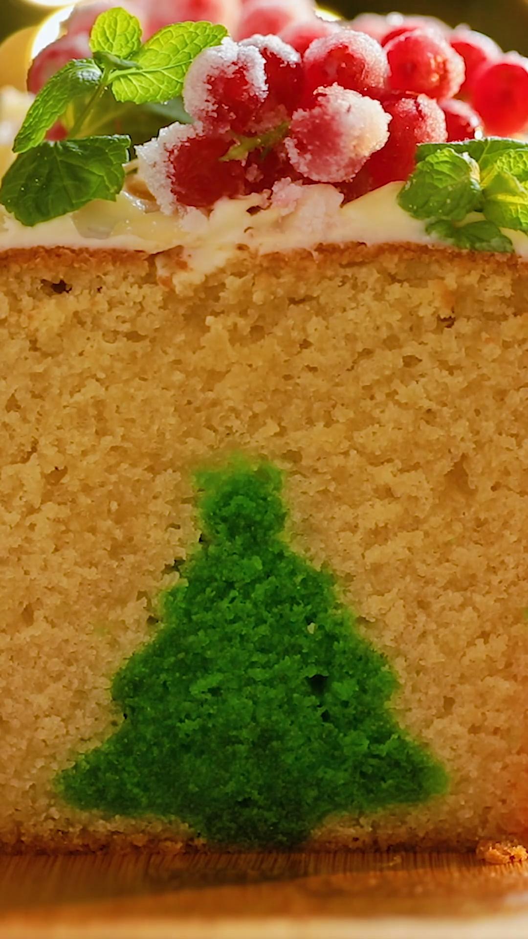 Christmas Tree Reveal Cake