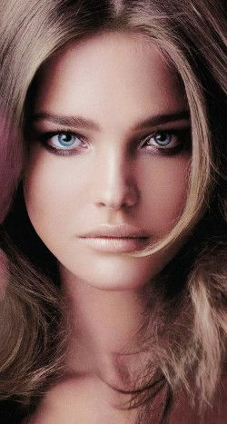 Blonde Russian Model Natalia Vodianova Has Stunning Blue Eyes