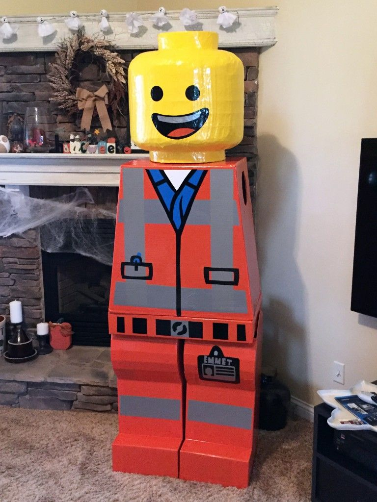 Lego Halloween Sets 2019.Building An Awesome Emmet Lego Halloween Costume Christian