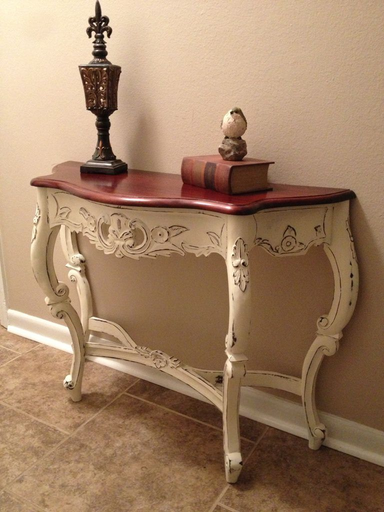 Antique accent tables u One other vintage furnishings that may be