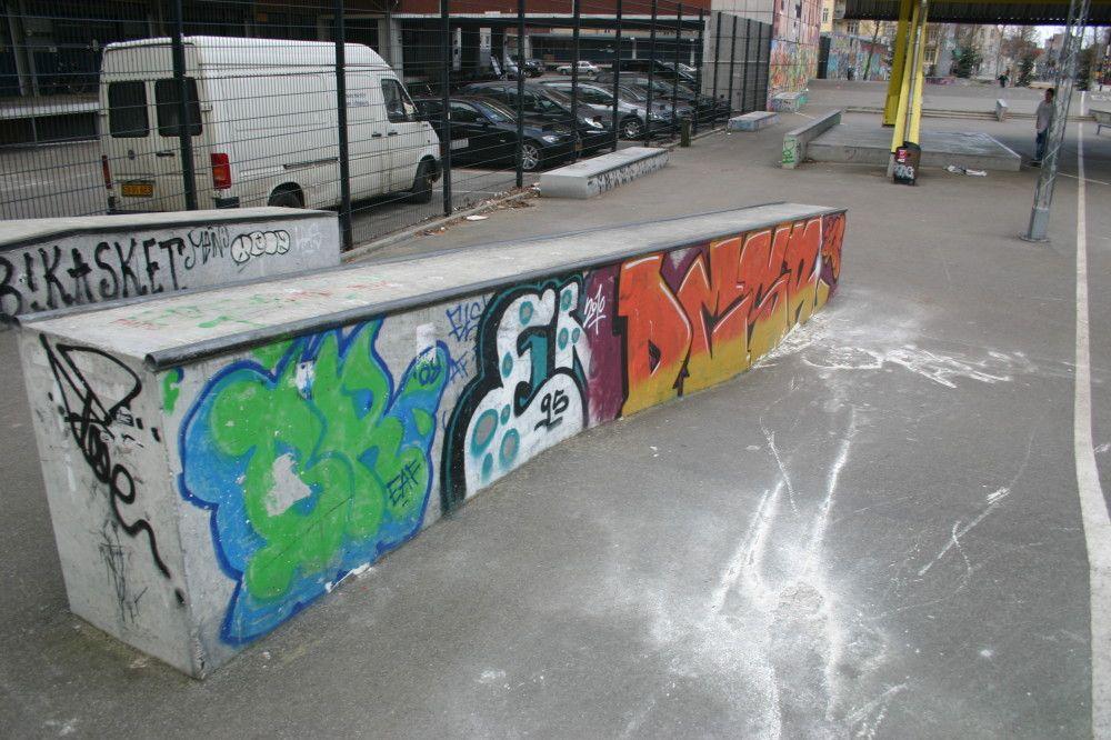 Nørrebro Skatepark · Skatepark København · Farumgade 6, København N · Denne street-park kan tilfredsstille enhver skater med en god fantasi. · Find vej