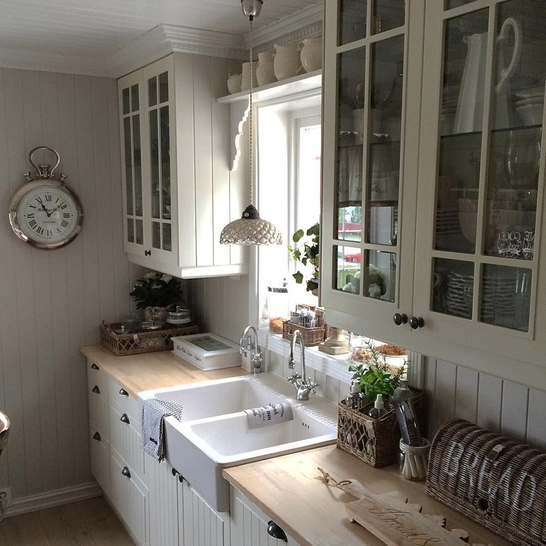 My #kitchen #hjemmeiparadiset #rivieramaison #kjøkken #kjøkkenlykke #nordicdesign #Norwegianwayofliving #rivieramaisonlove #Romsdalen #sommernorge #moldejazz