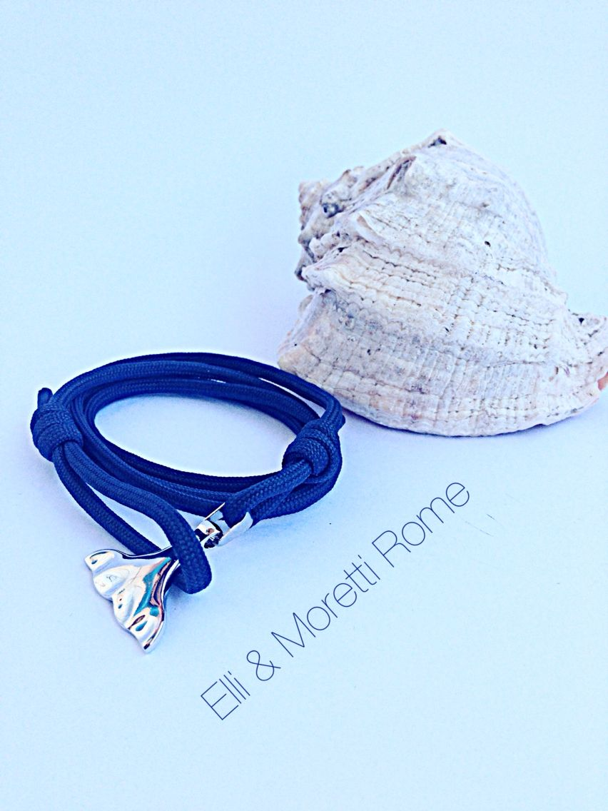 Our collection of bracelets in various colors and patterns has a nautical style.  The Mermaid tail symbolizes sensuality and eroticism, and it is also a symbol of mystery in love while we still look for those legendary sea creatures chronicled in maritime cultures since time immemorial . How will you feel when all the eyes in a crowded bar will be turned towards your wrist?