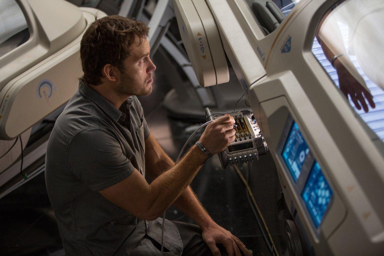 Passengers Chris Pratt Image 3 (3)