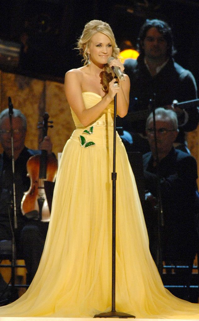 carrie underwood at cma awards 2020