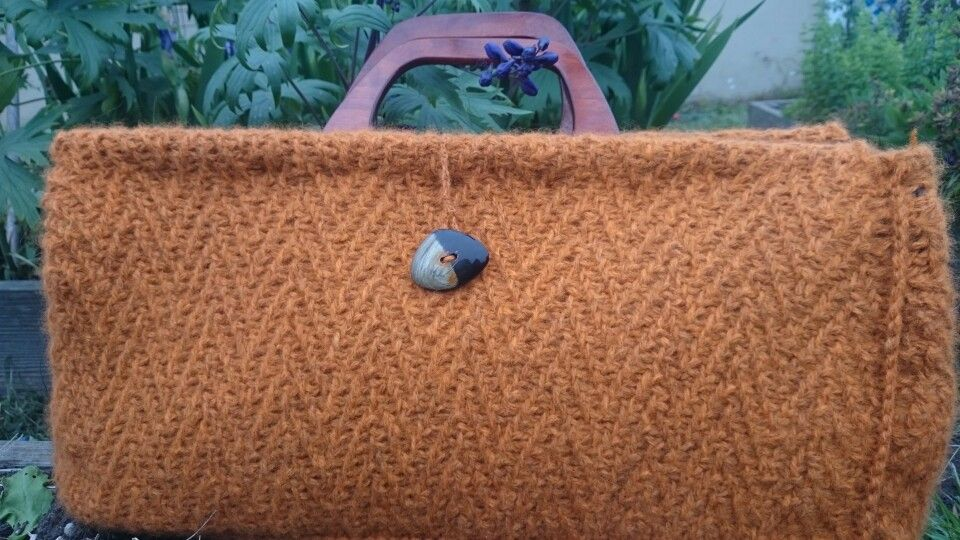 Knitted doctor's bag