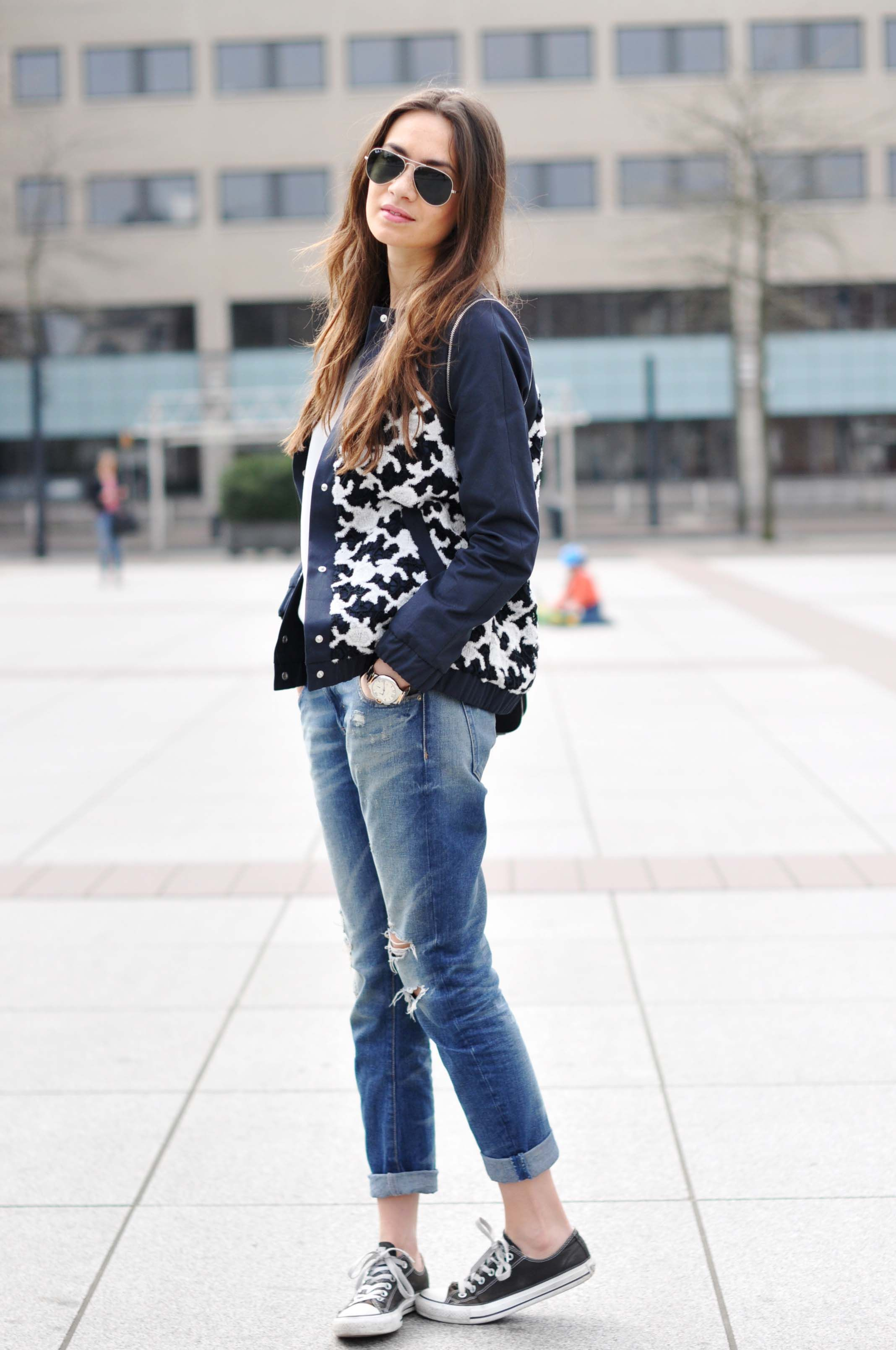how to wear wedge sneakers with jeans