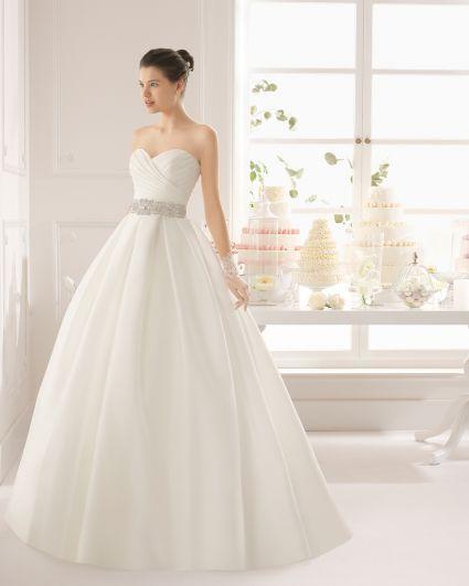 Vestidos de novia para mujeres con poco busto