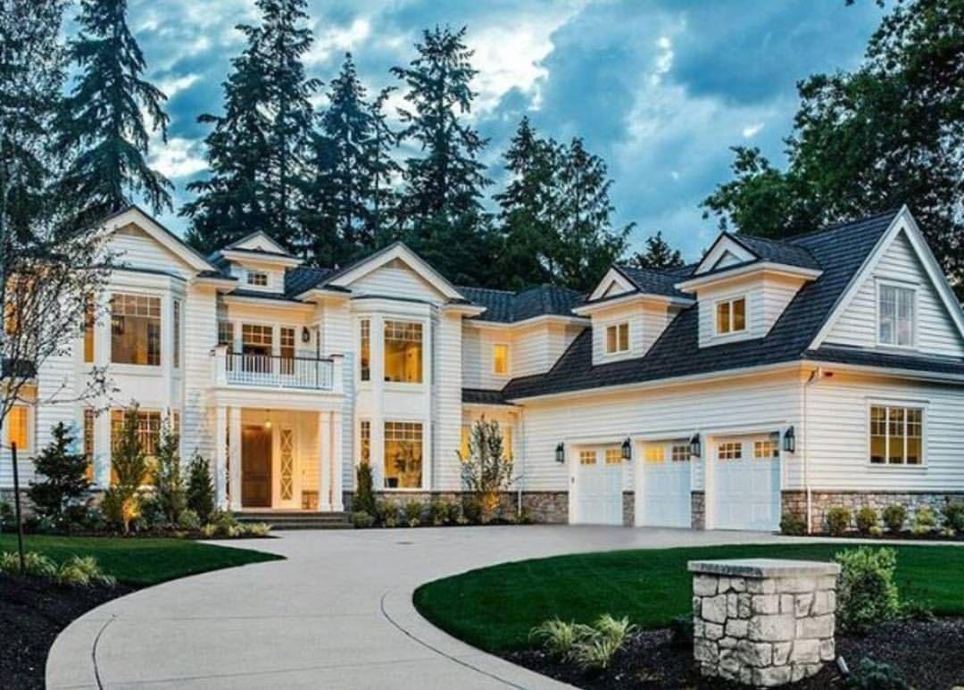 5 162 Likes 28 Comments Divine Design Decor Divine Design Decor On Instagram Have A G Dream House Exterior Big Beautiful Houses Traditional House Plans