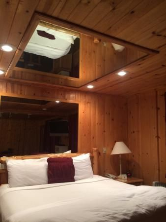 Alpine suite bed with the mirrors on the ceiling | Lighting ...