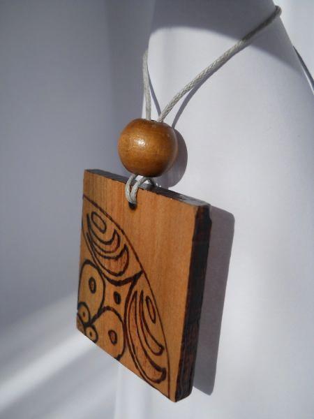 Meska :: .meska.hu :: :: Fa medál népi mintával  wood jewelry woodburning