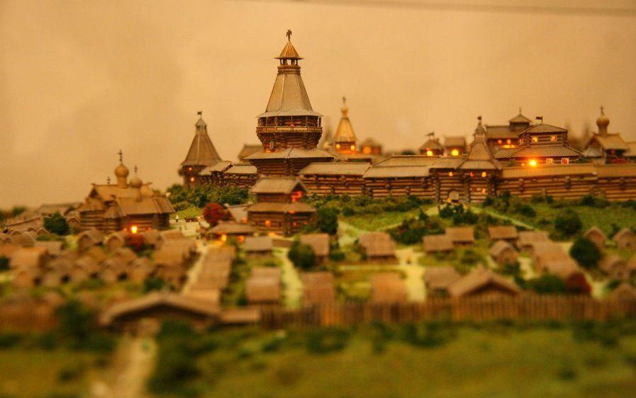 Какой русский царь приказал перенести по реке деревянный кремль? | Город, Река, Устье