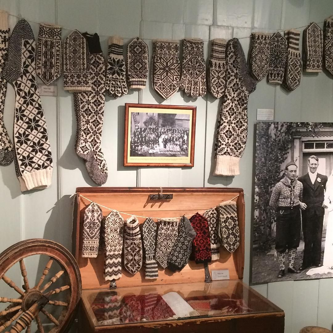 Selbu bygdemuseum - et lite museum med flott innhold  #selbu #selbubygdemuseum #selbuvotter #ferietid #norgesferie #knitting #familie #strikkedilla #lurøy_strikkefestival